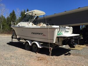 24 ft 2352 Trophy Pro Fishing Boat