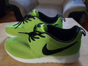 Selling a Pair of Volt Green Wmns NIKE Roshe Run Sz 7 for $50.00