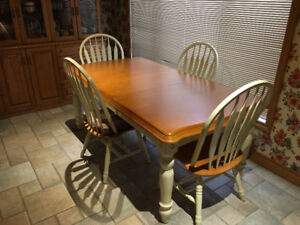 Beautiful Country Cabin Style Dinning Room Set Needs a New Home