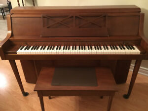 Piano for sale    Apartment style        great condition