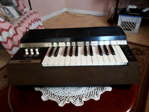 VINTAGE MAGNUS TABLE TOP ORGAN  FOR SALE
