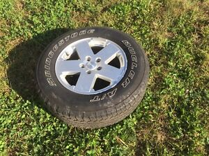 5 Jeep rims with tires 255 70 r18