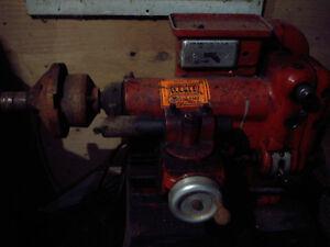 Machine a freins  pour drums