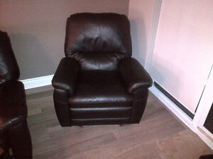 **FOR SALE | 3-Piece Leather Recliner Sofa Set ! London Ontario image 7