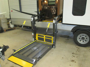 FULLY WHEELCHAIR ACCESSIBLE 41FT TRAVEL TRAILER FOR RENT