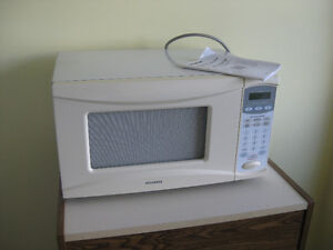 Pending pick up - Microwave oven