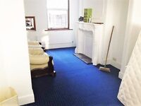 3 BEDROOM HOUSE¦ UPTON PARK ¦ VERY CLOSE TO ALL THE LOCAL SHOPS AND TRANSPORT LINKS ¦ AVAILABLE NOW