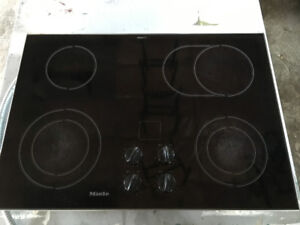 Selling Miele 4 Burner In Counter Cook top