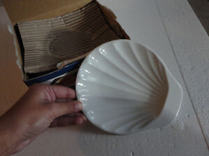 Brand new in box set of 4 shell shaped serving plates London Ontario image 6