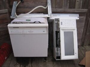 GE Microwave exhaust over the stove