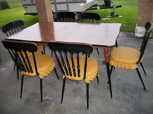 Vintage kitchen table, two leafs, 6 chairs Cornwall Ontario image 1