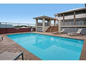 Beautiful modern townhouse close to city w/ pool ~ bills included East Brisbane Brisbane South East Preview