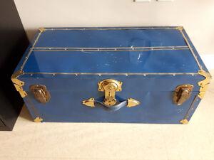 Mallette antique bleue verrouillable à clé