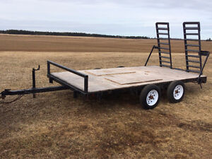 Dual axle utility trailer with heavy duty ramps