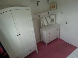Bright comfy single room to rent in female professional household. £500 pm