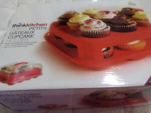 24 CUPCAKE HOLDER WITH COVER neg