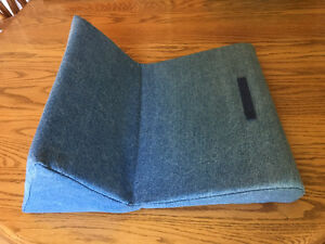 PadPillow (iPad pillow by IPEVO)
