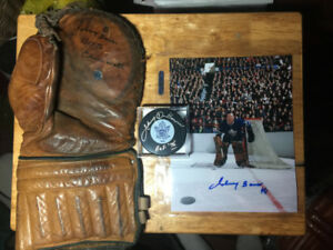JOHNNY BOWER Autographed 1940's Vintage Glove Puck Photo w/COA's