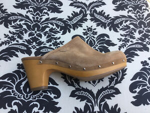American Outfitters suede shoes-size 9 Windsor Region Ontario image 1