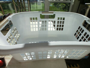 Gracious Living Hip Hugger Laundry Basket