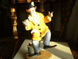 "Royal Doulton Figurine - "" The Clown "" HN2890 Kitchener / Waterloo Kitchener Area image 1"