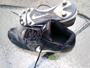 Size 13 Nike football / rugby cleats w/ changable studs
