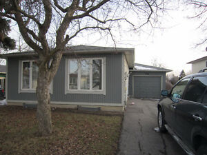 5 Bedroom Pet Friendly Bradford Bungalow Holland St & Simcoe Rd