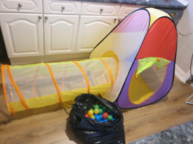 Pop up tent, tunnel and 200 balls