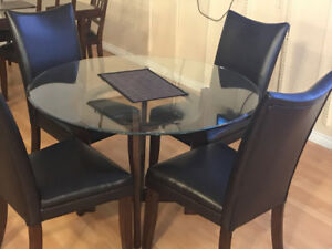 ASHLEY FURNITURE 5 PIECE TEMPERED GLASS DINING SET FOR SALE!
