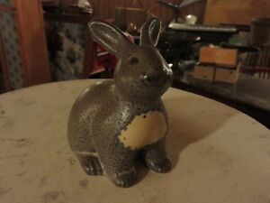 DOG RIVER POTTERY SITTING RABBIT 5 INCHES TALL IN GREAT CONDITIO