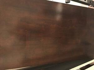 Table en bois merisier