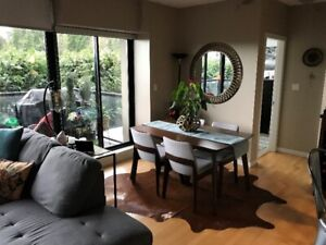 LUXURY 1110 sqft 2 bed and den and 2 bath for rent