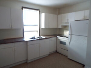 Feb 1st - Spacious 3bdrm Upper Dplx Incl/WATER,Washer,Dryer