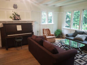 FULLY FURNISHED ROOM CLOSE TO DOWNTOWN IN A BEAUTIFUL HOME