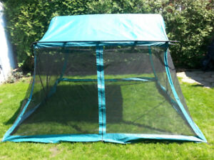 screened dining tent