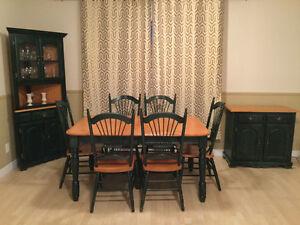 Table de cuisine, 6 chaises, vaisselier, huche en bois d'érable