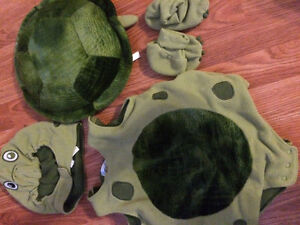 0-6 month old children place turtle costume