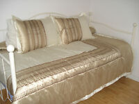 Day Bed / Banquette Lit (matress included/metelas inclu)
