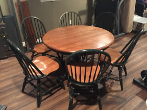 Solid Maple Table with 6 Chairs / Buffet & Hutch