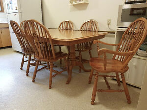 Oak Dining Table & 6 chairs by Roxton….Non-Smoking Home
