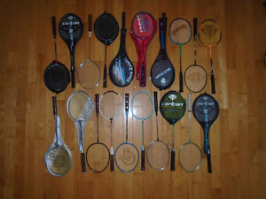Plusieurs Beaucoup de raquettes de badminton exterieur ou gym
