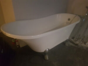 Large Clawfoot Tub w/ Faucet - Perfect condition !