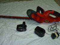 Black & Decker CHT500 Trimmer tondeuse   note Adaptor est brise