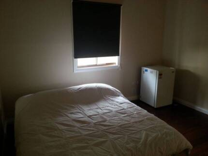 Large room for rent in clean, quiet house, 5 mins Boulder CBD