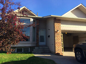 Beautiful 4 BD + Den House For Rent in Whitehorn