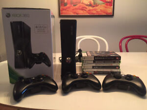 Xbox 360 S 250GB + 3 Wireless Controllers + 8 Games