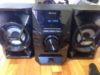 **BLACK SONY SPEAKERS. GREAT CONDITION**