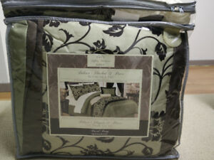 Deluxe Flocked 14 Piece Room in a Bag-Queen size. BRAND NEW.
