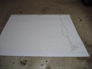 Toile de couleur blanc imitation de bambous.