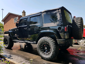 2012 jeep wrangler Sahara unlimited 4 door